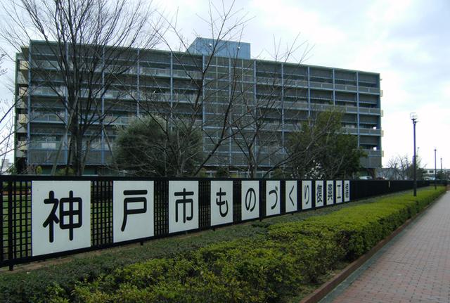 震災後に神戸市が設立した「ものづくり復興工場」。現在同社も入居中